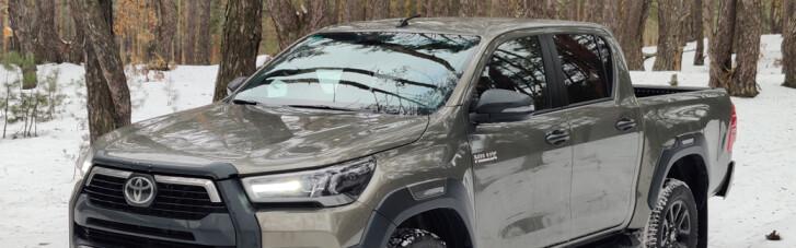 Toyota Hilux: паралельна реальність