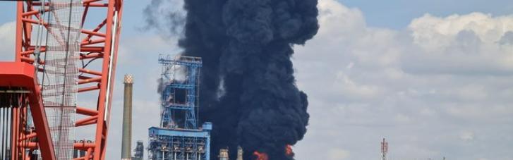 На найбільшому нафтозаводі Румунії стався потужний вибух: є постраждалі (ФОТО, ВІДЕО)