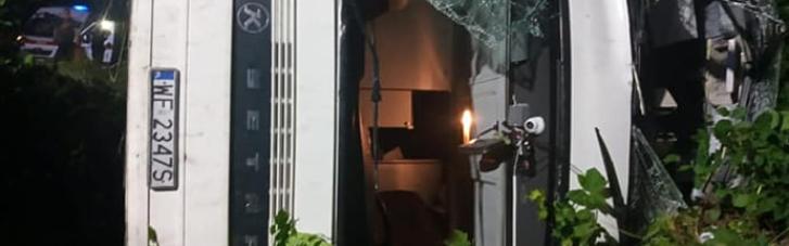 На Рівненщині перекинувся автобус Київ-Вроцлав: 16 госпіталізованих (ФОТО)