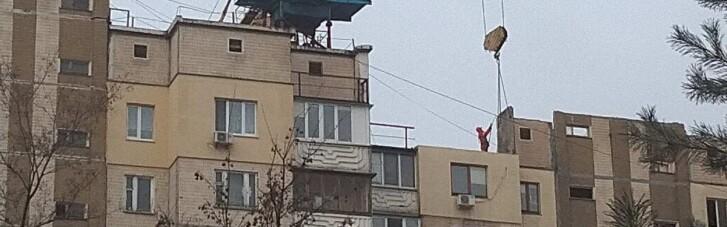 Взорвавшуюся на Позняках многоэтажку в Киеве начали демонтировать (ФОТО)