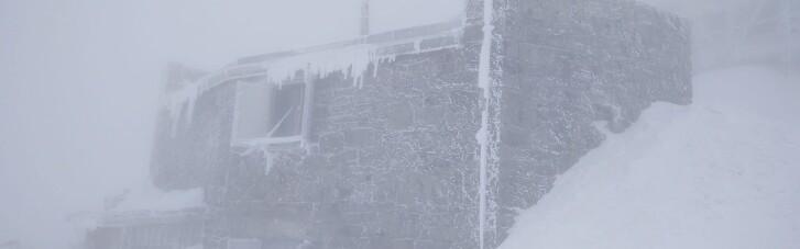 Зима вернулась: на горе Поп Иван Черногорский снова идет снег