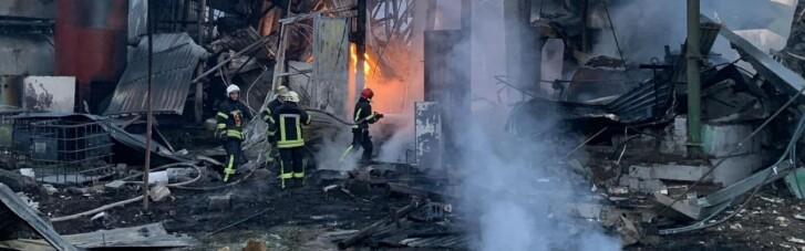 У Харкові — масштабна пожежа в олійному цеху (ФОТО, ВІДЕО)