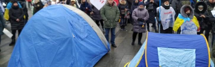 Стычки на Майдане: ФОПам удалось установить палатки (ФОТО)