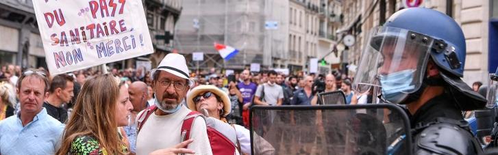 """Обязательные """"паспорта здоровья"""" стали причиной массовых протестов в Италии"""