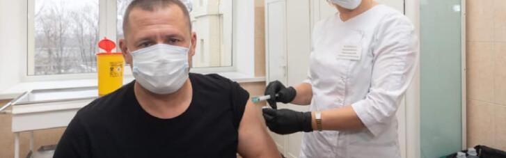 Мэр Днепра сделал прививку от COVID-19 (ФОТО)