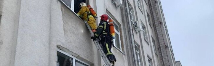 У Рівному в будівлі ОДА сталася пожежа