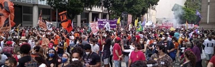 В Бразилии продолжаются массовые протесты за импичмент президента (ВИДЕО)