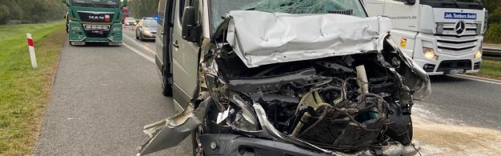 В Польше микроавтобус с украинцами попал в ДТП: пятеро пострадавших (ФОТО)