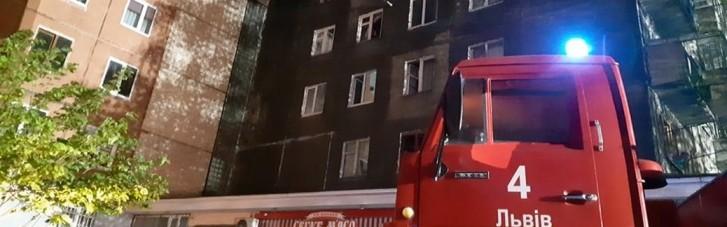 У Львові під час пожежі з багатоповерхівки евакуювали понад 100 людей
