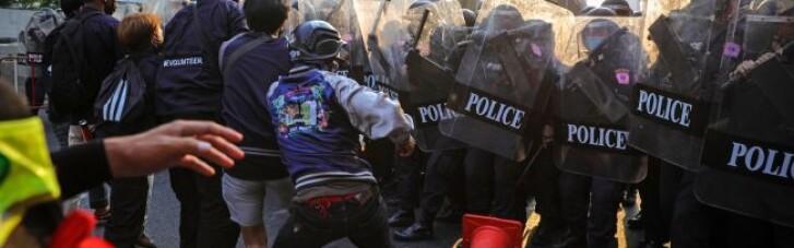 В Мьянме протесты вспыхнули с новой силой, сотни задержанных