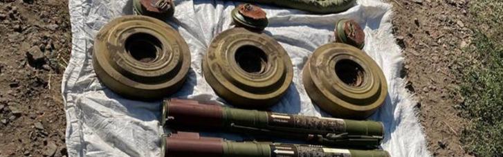 СБУ обнаружила тайник боевиков вблизи железнодорожной станции на Донбассе (ФОТО)