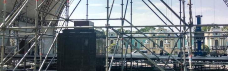 У КМДА заявили, що не дозволяли встановлювати сцену в Маріїнському парку