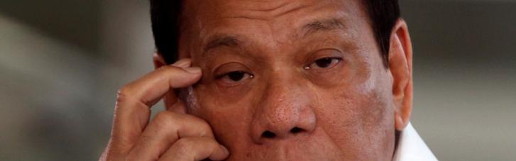 Президент Філіппін запропонував залазити до осель людей і вакцинувати їх уві сні