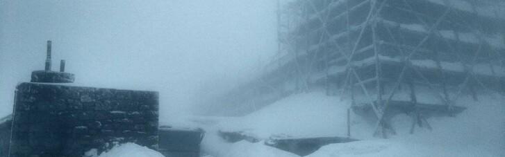 На горе Поп Иван ночью выпало до 15 см снега
