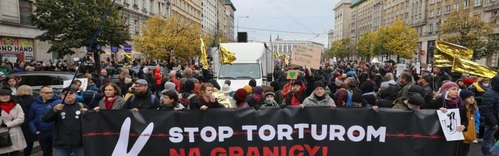 Поляки вийшли на вулиці в знак солідарності з мігрантами на кордоні