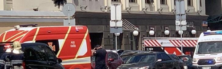 В центрі Києва чоловік захопив відділення банку і погрожує вибухівкою (ФОТО)