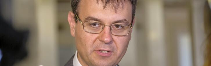 """""""Слуга"""" Гетманцев назвав штрафи за відмову обслуговувати українською """"дурною нормою"""""""