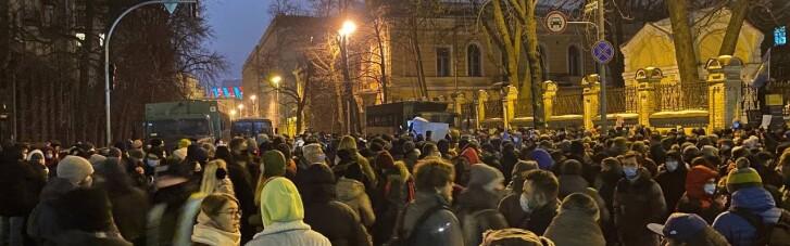 Во многих городах Украины граждане вышли в поддержку осужденного Стерненко (ФОТО)