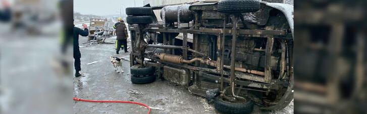 На Днепропетровщине столкнулись два грузовика: есть погибшие (ФОТО)