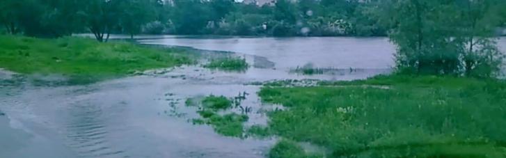 Донецк и Макеевка ушли под воду из-за ливней и забитых стоков (ФОТО)