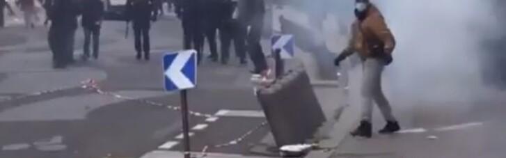 Во Франции на Первое мая состоялись массовые беспорядки (ВИДЕО)