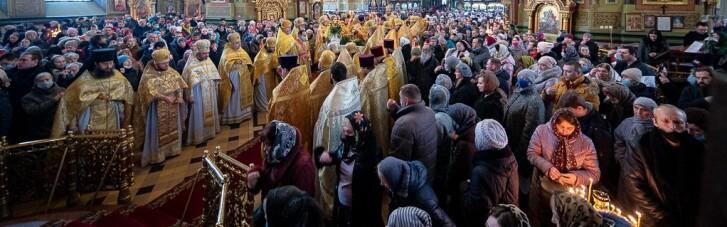 Бог против масок? УПЦ МП устроила крестный ход против пандемии и войны