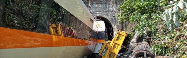 Кілька десятків людей загинули на Тайвані через вантажівку, що врізалася в потяг