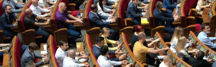 Зеленский увидел сине-желтый флаг в Москве, а Рада огорчила олигархов. Главные события страны 28 июня —4 июля