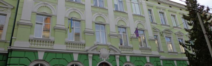 В Тернополе на уроке физкультуры нетрезвая учительница била ребенка головой об стену