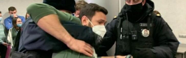 В России силовики задержали около 200 участников съезда муниципальных депутатов (ВИДЕО)
