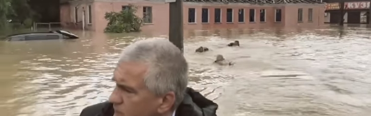 Колаборант Аксьонов із дивним супроводом поплавав вулицями затопленої Керчі (ВІДЕО)