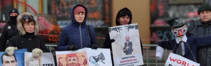 """Під """"розмальованим"""" Офісом Зеленського протестували проти """"COVID-фашизму"""" (ФОТО)"""