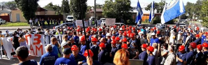Тисяча робочих МГЗ мітингує під судом в Миколаєві — вимагають зупинити рейдерів