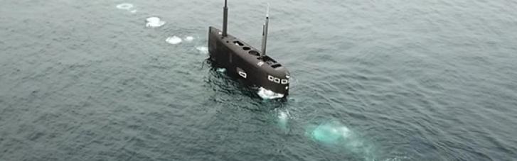 Россия на фоне учений Sea Breeze спустила подлодку в Черное море