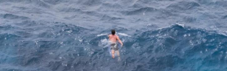 Росіянин проплив 20 км до Японії через протоку Зради і попросив політичного притулку (МАПА)