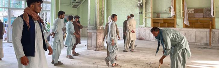 """""""Ісламська держава"""" влаштувала черговий теракт в мечеті в Афганістані: десятки загиблих (ВІДЕО)"""
