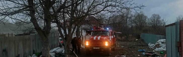Під час пожежі в селі на Київщині сусіди врятували жінку з чотирма дітьми