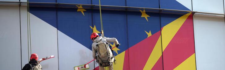 На радость Москве. Как Париж поджигает Балканы