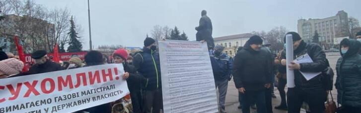 """Участники """"тарифного протеста"""" в Житомире прорвались в горсовет (ФОТО)"""