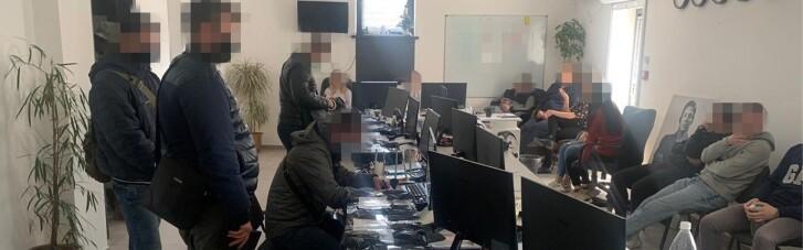 """СБУ накрила у Вінниці шахрайські """"брокерські call-центри"""" з обігом понад 7 млн гривень щомісяця"""