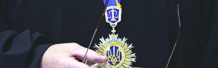 Кредитори — в окрему чергу. Скільки судів потрібно українцям для щастя