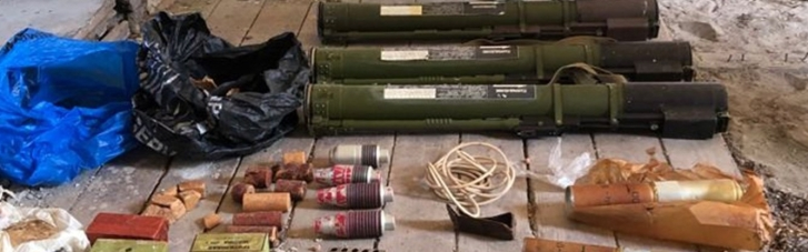СБУ нашла на Закарпатье схрон с взрывчаткой и гранатами (ФОТО)