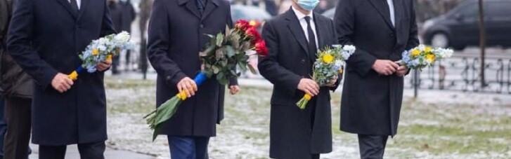 Керівництво України на чолі із Зеленським поклало квіти до пам'ятнику Героям Чорнобиля (ФОТО)