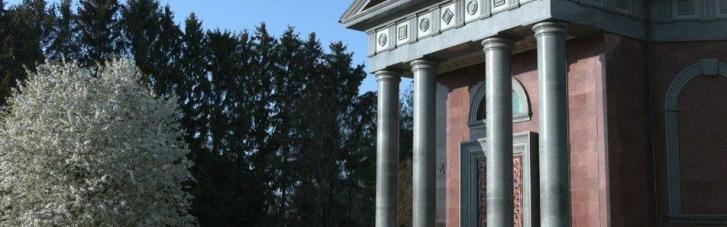 На Черниговщине суеверный аграрий строит мавзолей (ФОТО)
