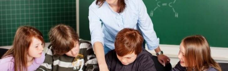 У Міносвіти анонсували підвищення зарплат педагогам з 1 грудня