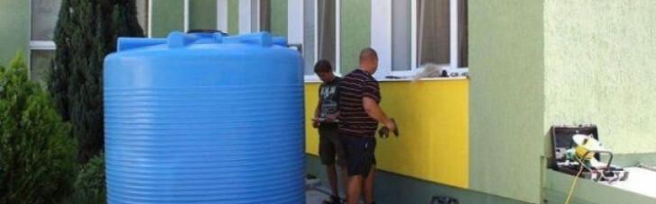 Обезвоживание Крыма: в Симферополе устанавливают видеонаблюдение за бочками с водой (ФОТО)