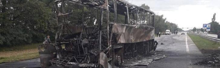 На Житомирщине автобус столкнулся с автовозом: один погибший, 11 раненых (ФОТО)