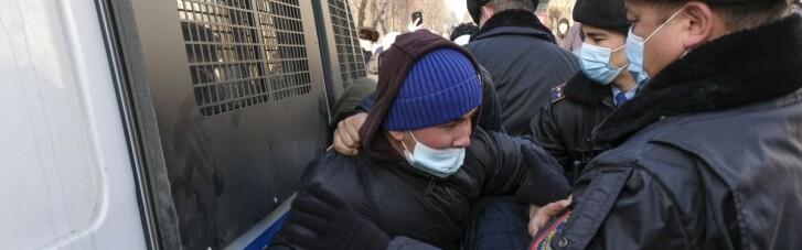 В Казахстане полиция задержала десятки протестующих против Назарбаева