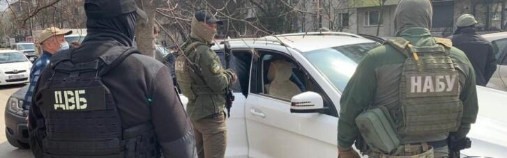 """Майже мільйон гривень """"відкату"""": колишнього посадовця Нацполіції підозрюють у відмиванні грошей (ФОТО, ВІДЕО)"""