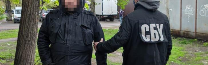 СБУ зловила злочинця, який отримував зброю з-за кордону поштою
